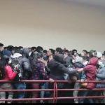 EL HORROR AL CAER ESTUDIANTES DE UN QUINTO PISO EN BOLIVIA